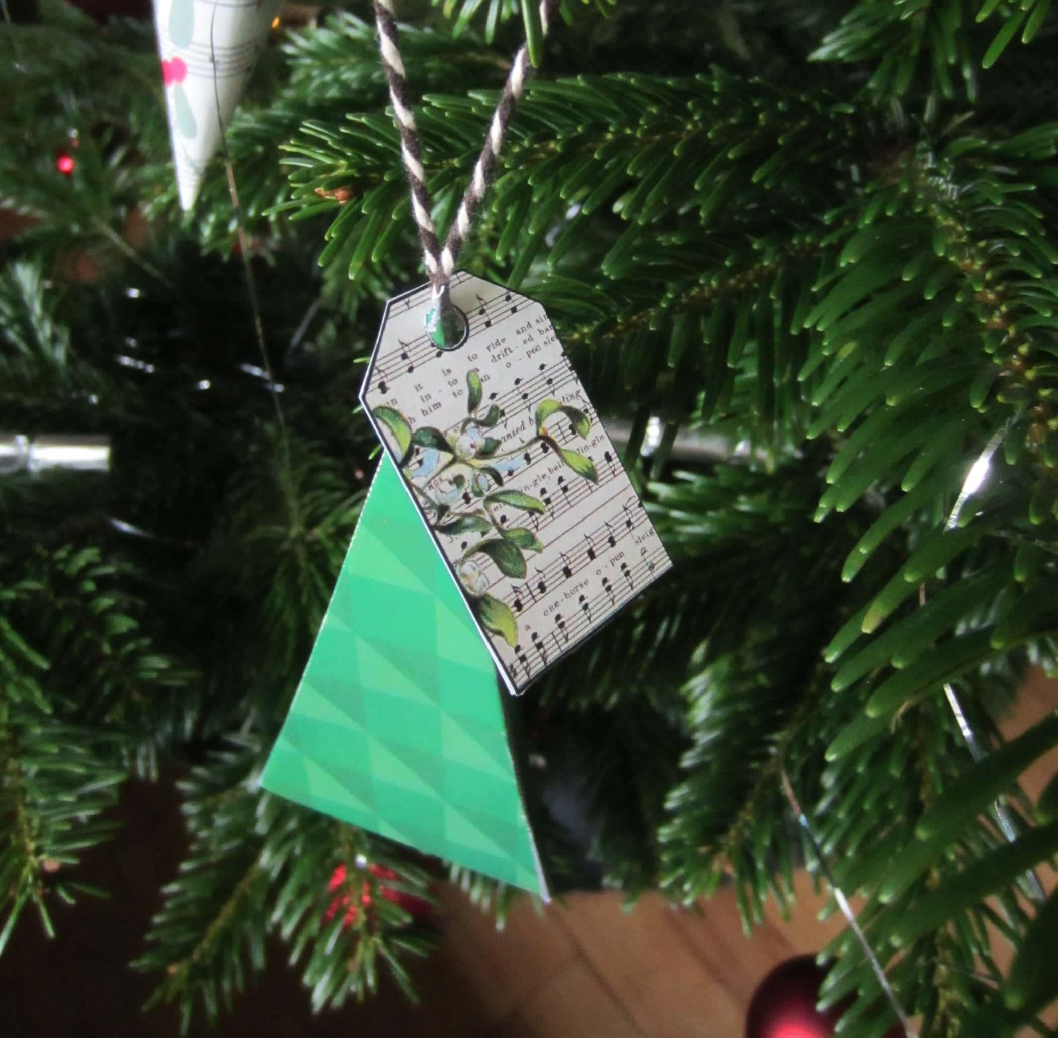 Gavemærker Gavemærkater - til-fra kort. Lav selv gaver, pak dem fint ind Find inspiration til din jul, gratis print og opskrifter på danishthings.com.
