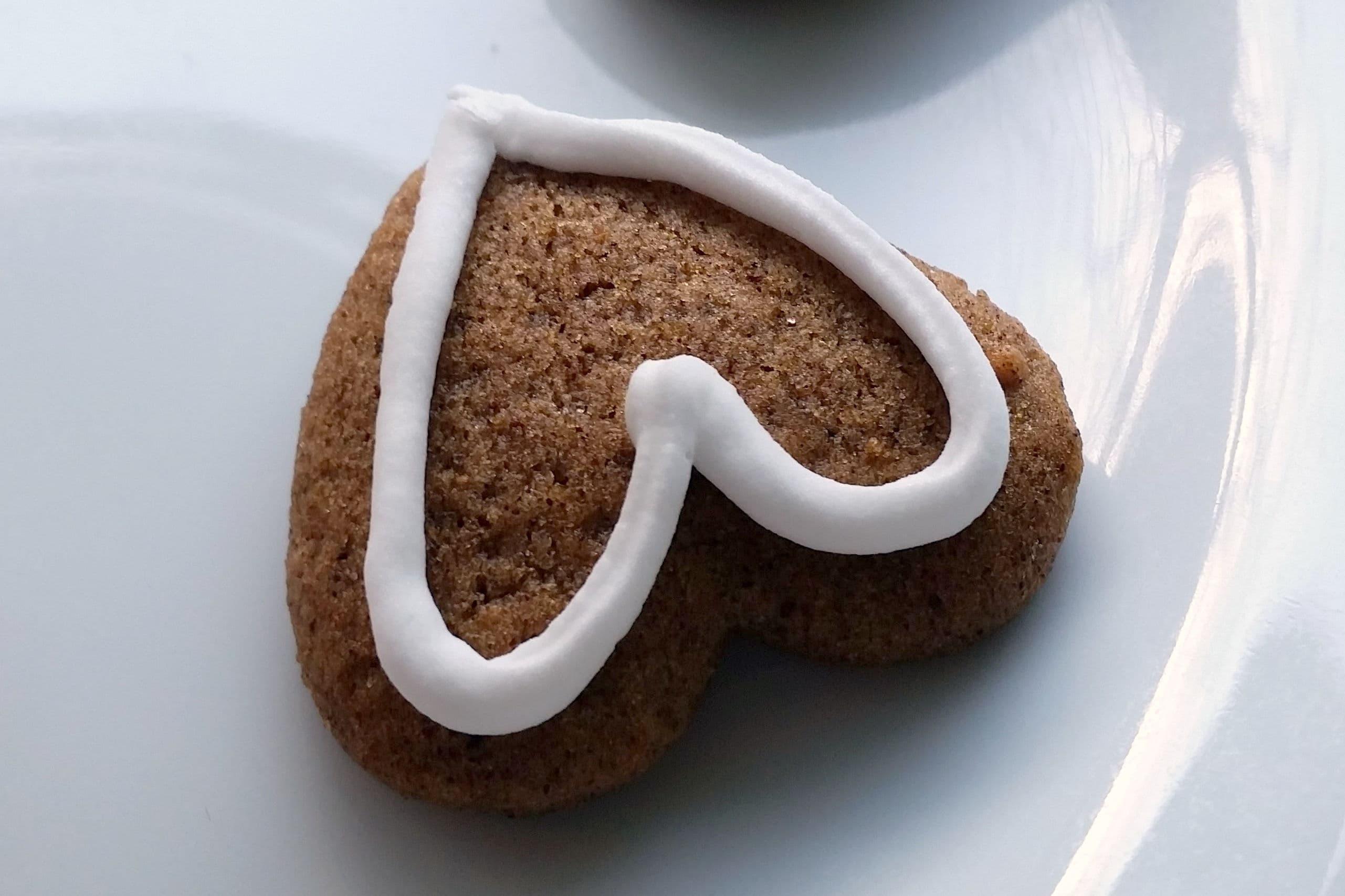 Danish Christmas cookie - honey cake © danishthings.com