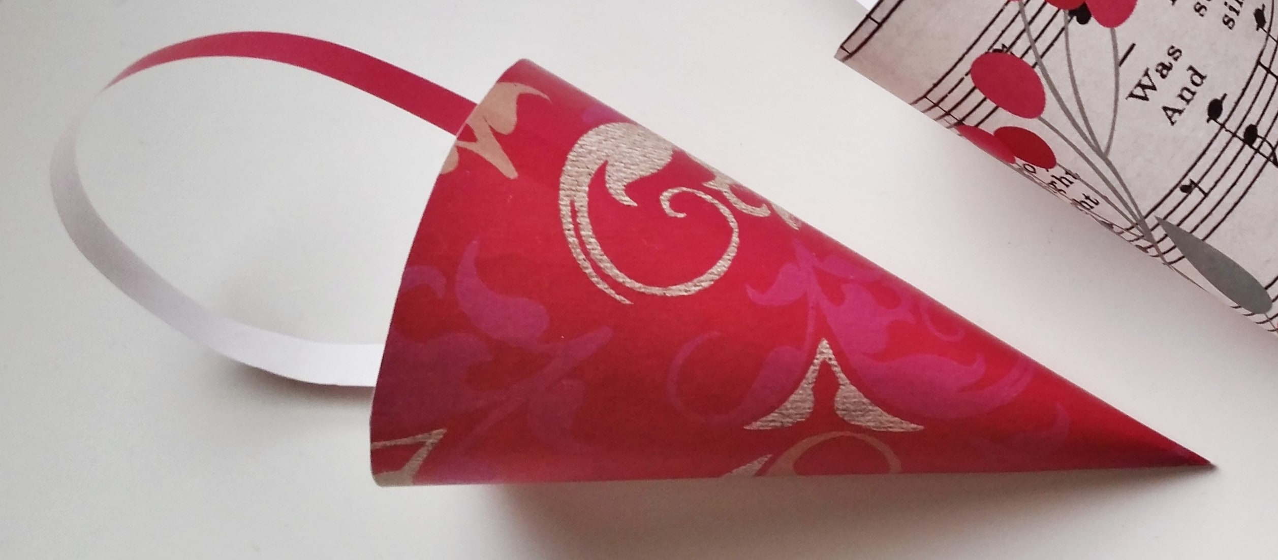 Paper cone – a Danish Christmas decoration. Make your own paper cones or find free prints at danishthings.com