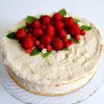 Rabarberlagkage -lagkage med mandelbunde, rabarbermousse og jordbær - Danish Things @ danishthings.com