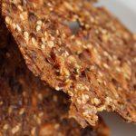 Lav lækre sunde rugbrødschips - Stop madspild, brug dit tørre rugbrød i skiver til at lave lækre snacks - rugbrødschips af øllebrød - find opskrifter og inspiration på danishthings.com
