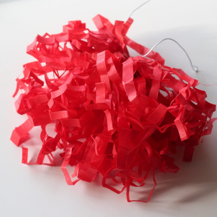 Fastelavn – Silkepapirskvaster til fastelavnsriset - Lav selv kvaster af silkepapir til fastelavn og festlige lejligheder, se hvordan og find mere inspiration på danishthings.com.