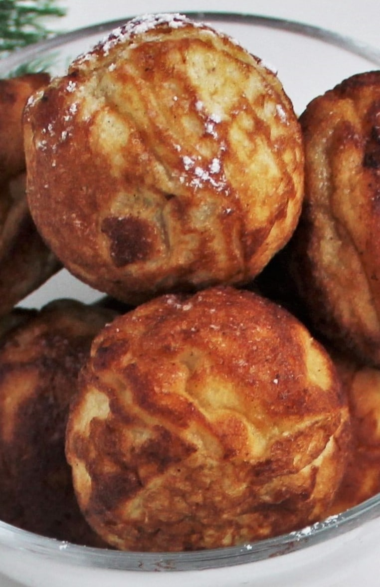 Danish aebleskiver - Puff dumplings - Apple dumplings - Filled pancakes - Pancake balls – in Danish æbleskiver. The most delicious filled aebleskiver. Fill your aebleskiver with apple compote, jam, marmalade or with extra batter and have nice round aebleskiver. Eat them as they are or serve them with sugar and marmalade. Find the recipe and inspiration for your Danish inspired Christmas @ danishthings.com.
