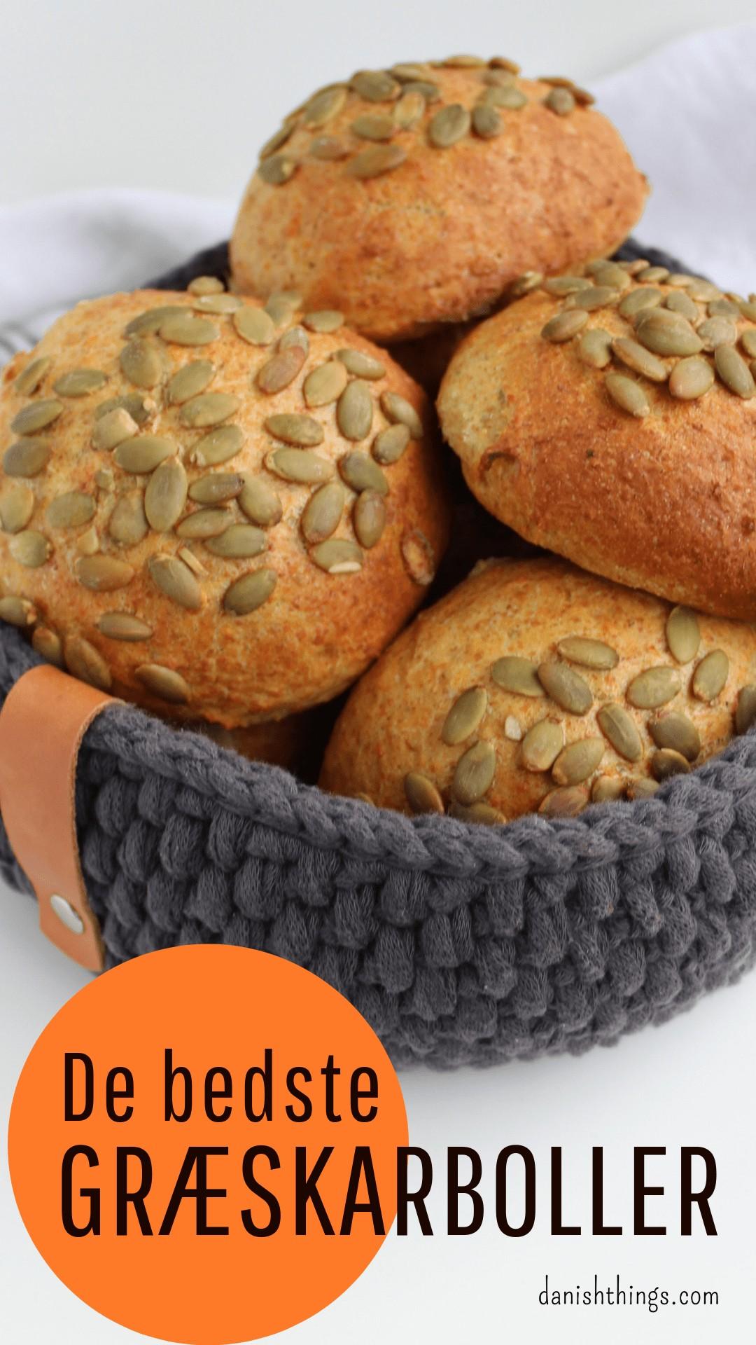 Mangler du opskrifter på lækre måder, at få brugt de billige halloween græskar på? Her er en opskrift på de bedste græskarboller. Spis dine græskarboller som morgenmad, brug dem til dine sandwich eller som tilbehør til suppe og gryderetter. Find opskrifter, gratis print og inspiration til årets gang på danishthings.com