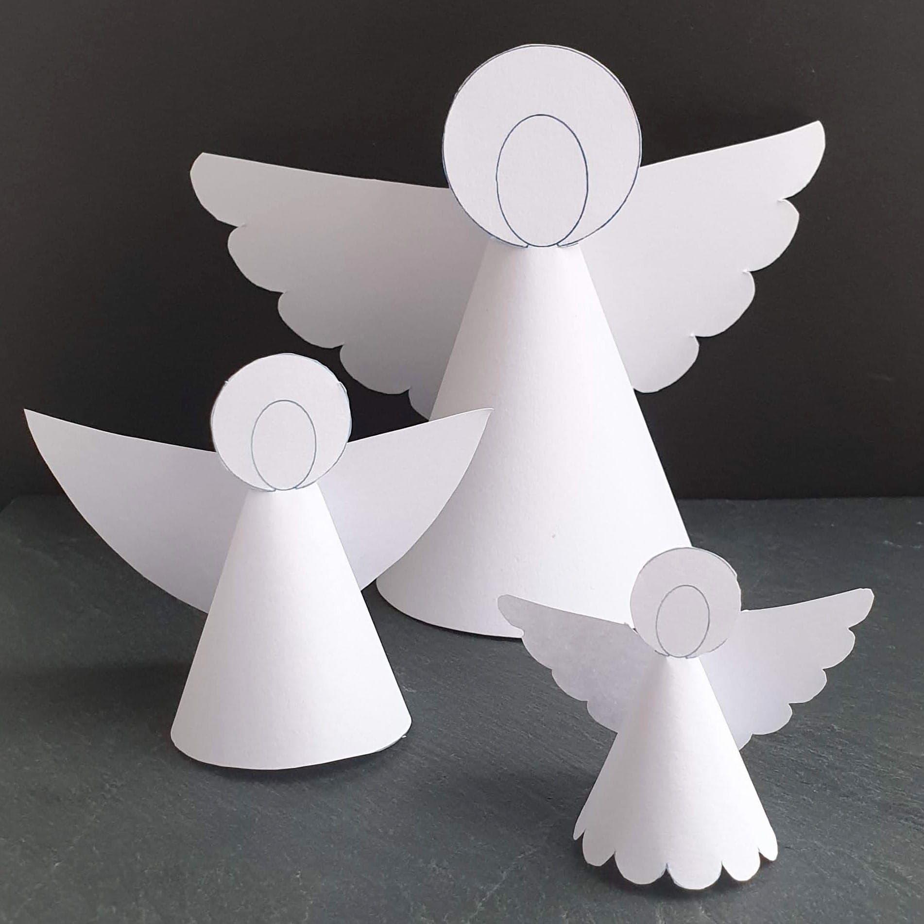 Nemme juleengle til juleklip – gratis skabeloner. Her finder du 3 versioner af den klassiske juleengel, der foldes ud af ét stykke karton. Du får skabeloner til hver af englene, du får også tips til at variere deres udseende. Find opskrifter, gratis print og inspiration til årets gang på danishthings.com #DanishThings #jul #engel #juleengel #gratis #skabelon #juleklip #klippeklistre #dekoration #julepynt